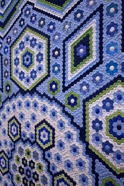 """Hexagon Quilt """"La Passion"""", Detail"""